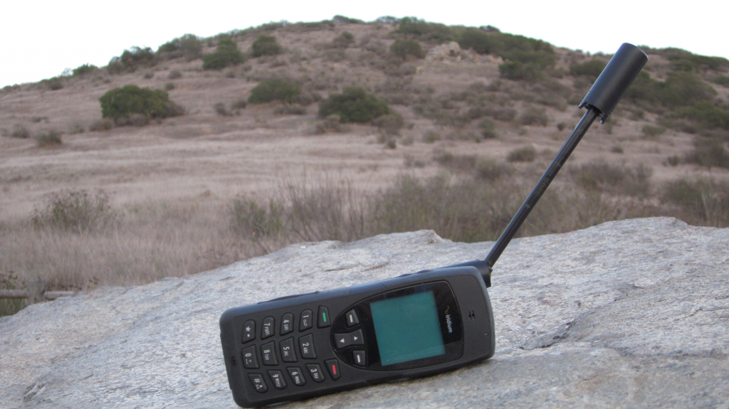 iridium-9555-sat-phone-in-a-mountain